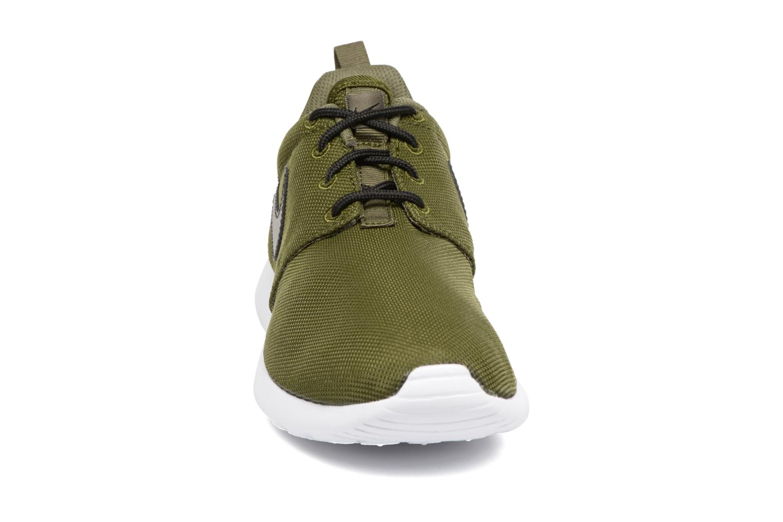 Baskets Nike NIKE ROSHE ONE (GS) Vert vue portées chaussures
