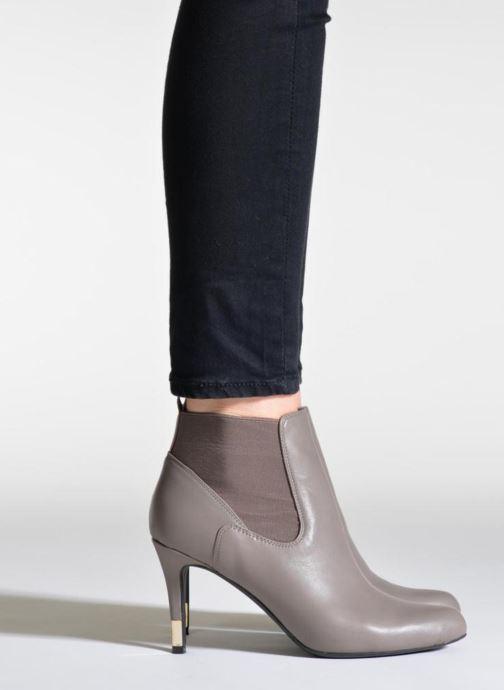 Stiefeletten & Boots Guess Eddy schwarz ansicht von unten / tasche getragen