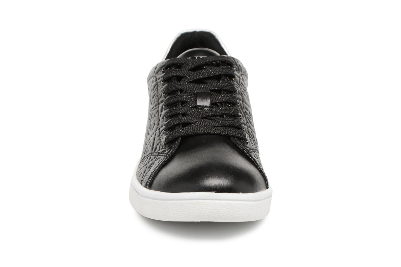 Baskets Guess Super Noir vue portées chaussures