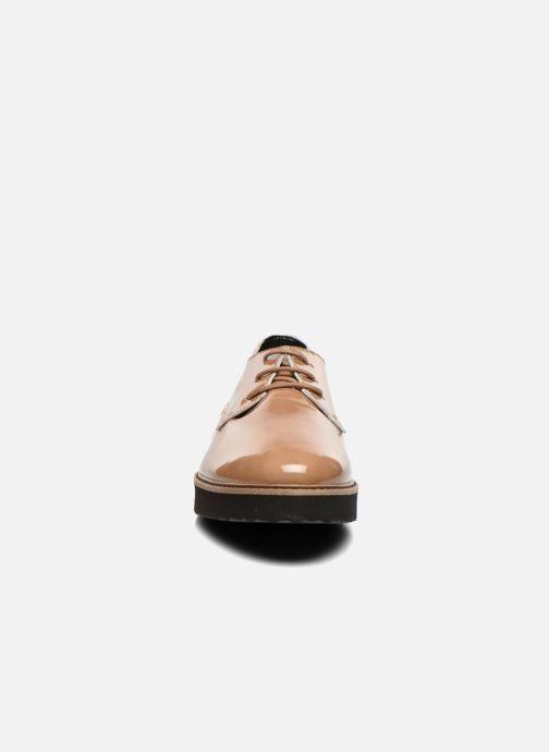 Scarpe con lacci Ippon Vintage James gloss Beige modello indossato