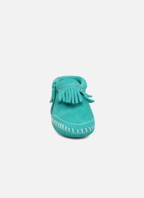 Chaussons Minnetonka Riley Bootie Bleu vue portées chaussures