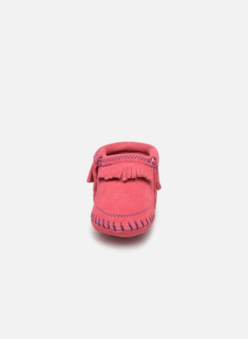 Chaussons Minnetonka Riley Bootie Rose vue portées chaussures