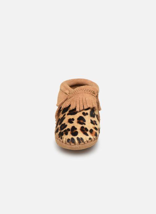 Chaussons Minnetonka Riley Bootie Marron vue portées chaussures