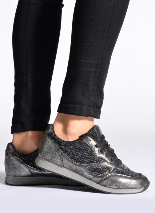 Sneaker Divine Factory Aram schwarz ansicht von unten / tasche getragen