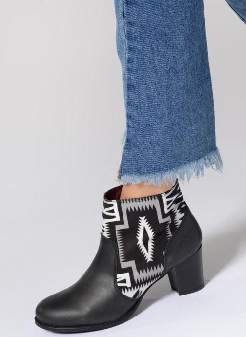 Stiefeletten & Boots Desigual Cris schwarz ansicht von unten / tasche getragen