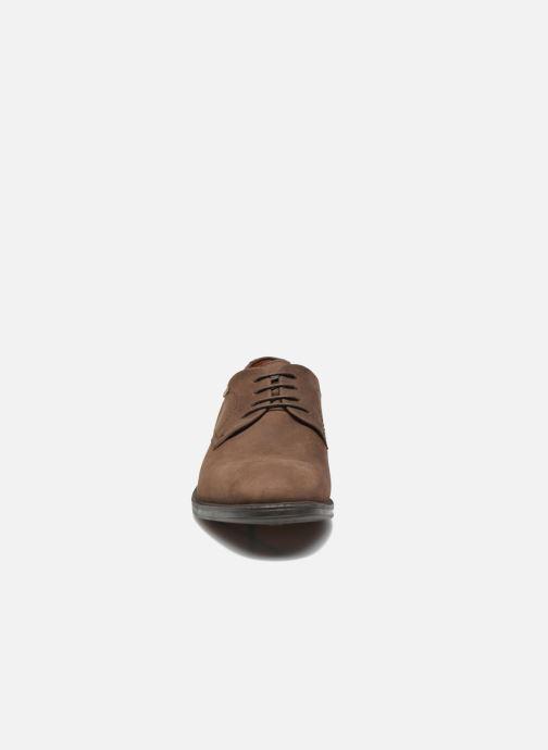 Chaussures à lacets Clarks Chilver Walk GTX Marron vue portées chaussures