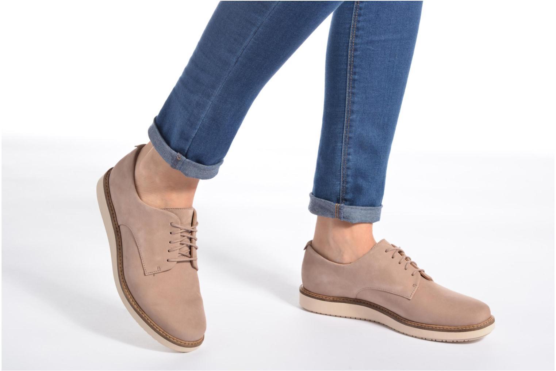 Chaussures à lacets Clarks Glick Darby Bordeaux vue bas / vue portée sac