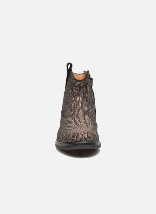 Stivaletti e tronchetti Pom d Api Hobo boots sivar Oro e bronzo modello indossato