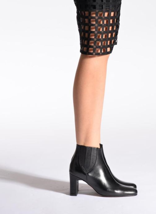 Ankle boots Elizabeth Stuart Ginny 906 Black view from underneath / model view