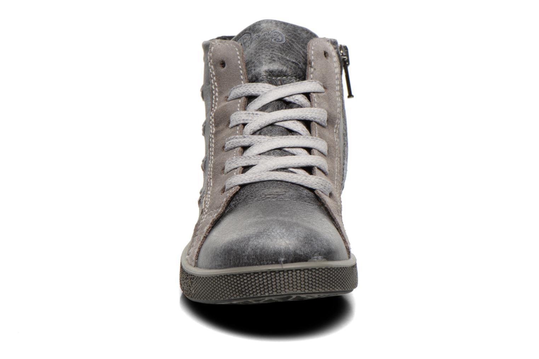 Sneakers Primigi Rival Grigio modello indossato