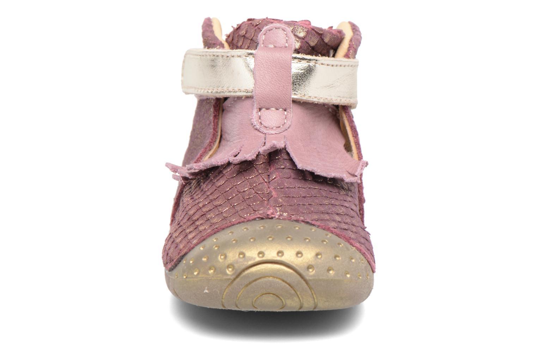 Zapatos con velcro Babybotte Zazie Rosa vista del modelo