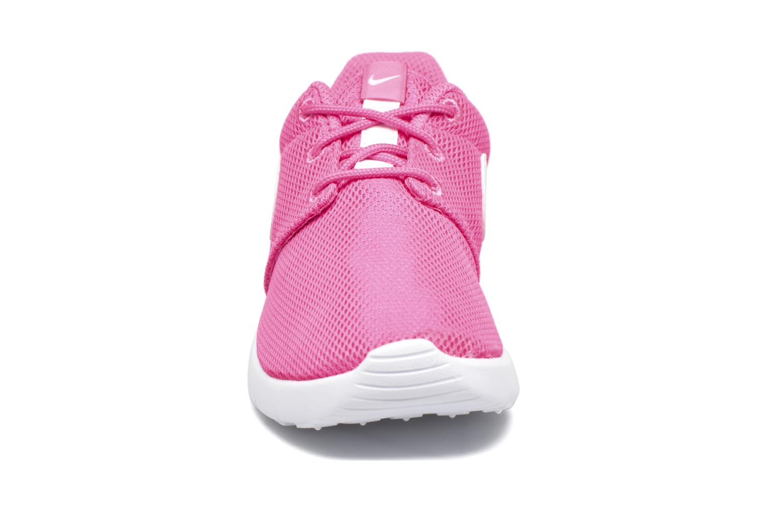 Baskets Nike Nike Roshe One (Ps) Rose vue portées chaussures