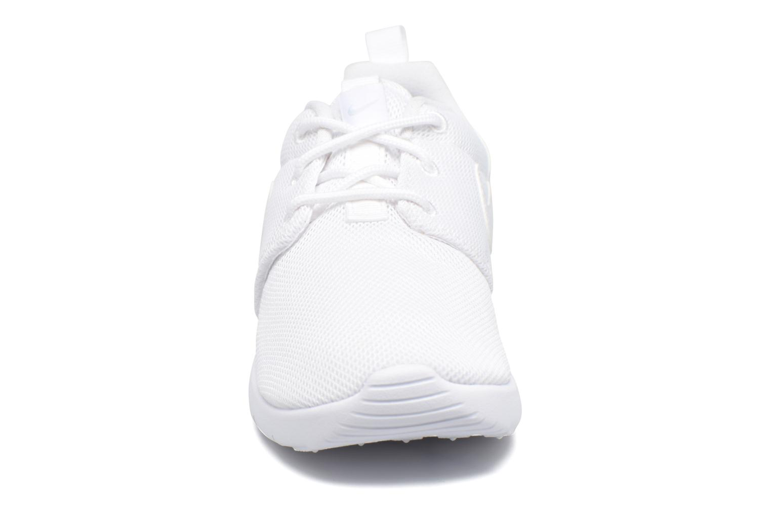 Baskets Nike Nike Roshe One (Ps) Blanc vue portées chaussures