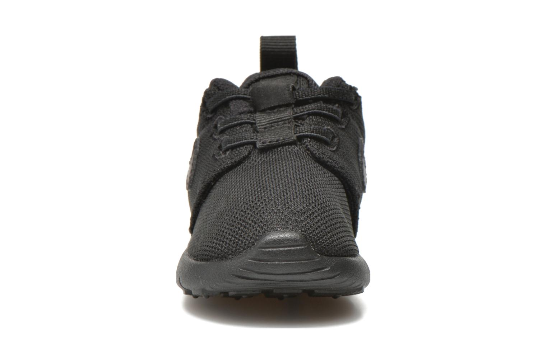 Baskets Nike Nike Roshe One (Tdv) Noir vue portées chaussures