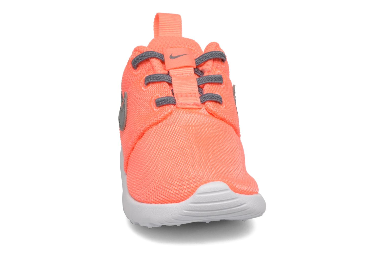 Sneakers Nike Nike Roshe One (Tdv) Arancione modello indossato