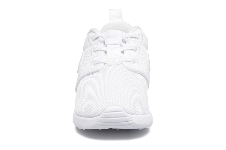 Baskets Nike Nike Roshe One (Tdv) Blanc vue portées chaussures