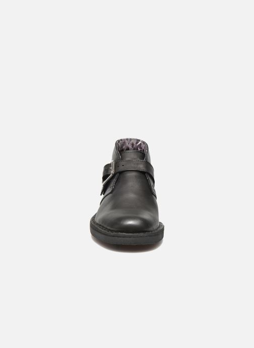 Bottines et boots Clarks Desert Buck Noir vue portées chaussures