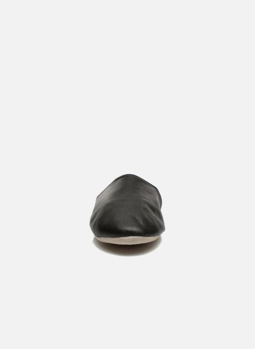 Chaussons Isotoner Mule Cuir Noir vue portées chaussures