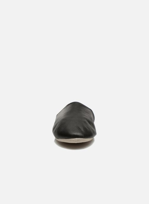 Pantofole Isotoner Mule Cuir Nero modello indossato