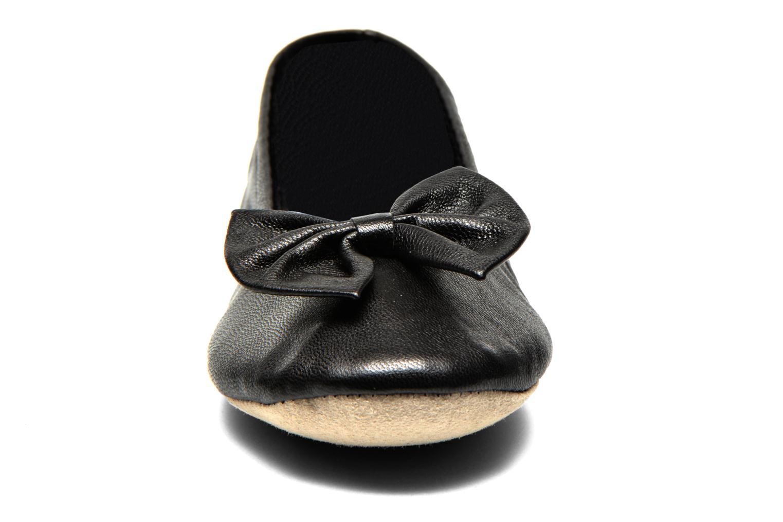 Chaussons Isotoner Ballerine cuir chèvre grand nœud Noir vue portées chaussures