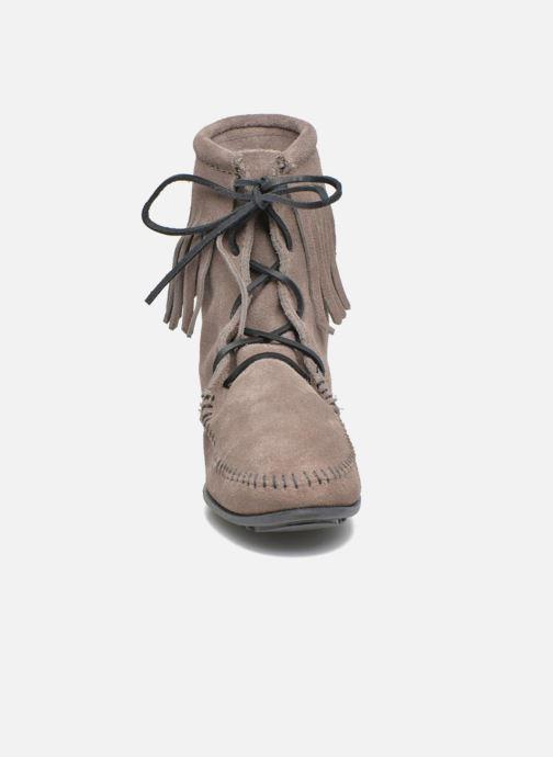 Bottines et boots Minnetonka Tramper Bt Gris vue portées chaussures