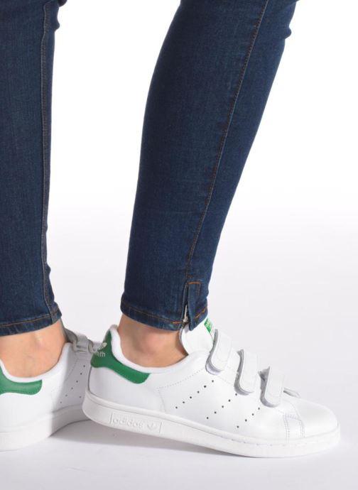 Sneaker adidas originals Stan Smith Cf W weiß ansicht von unten / tasche getragen