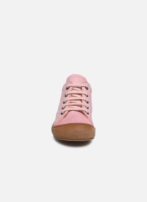 Snøresko Naturino Cocoon Pink se skoene på