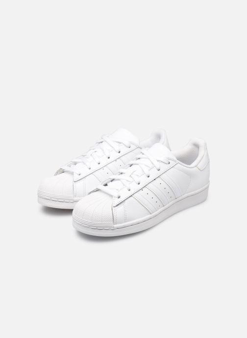 Sneaker Adidas Originals Superstar Foundation W weiß ansicht von unten / tasche getragen