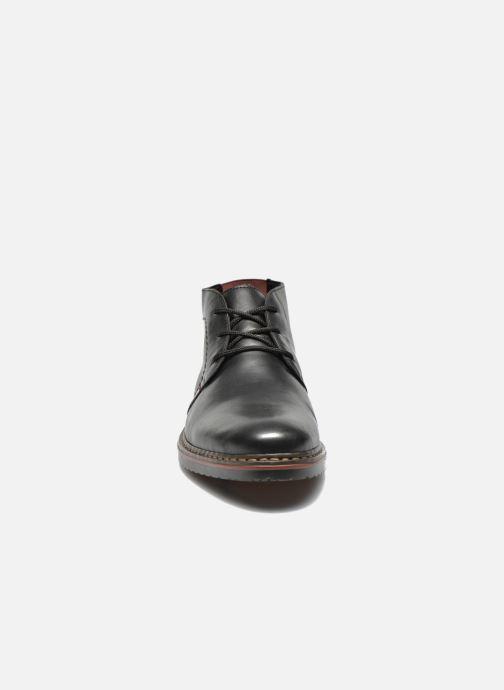 Scarpe con lacci Rieker Martin 30423 Nero modello indossato