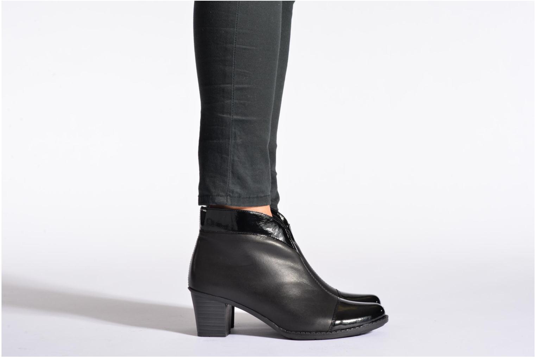 Bottines et boots Rieker Sally Z7664 Noir vue bas / vue portée sac