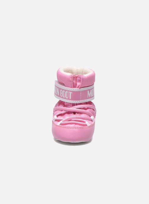 Botas Moon Boot Moon Boot Crib Rosa vista del modelo