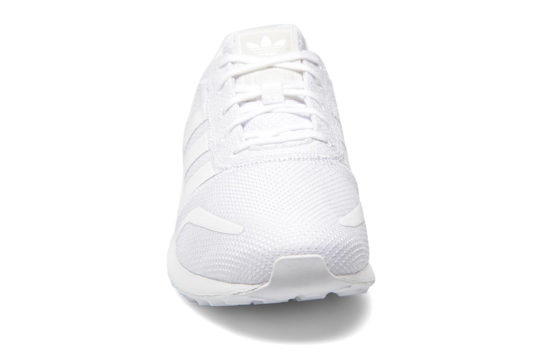Baskets Adidas Originals Los Angeles Blanc vue portées chaussures
