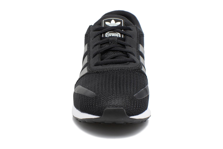 Baskets Adidas Originals Los Angeles Noir vue portées chaussures