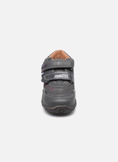 Chaussures à scratch Geox B Lolly F Gris vue portées chaussures