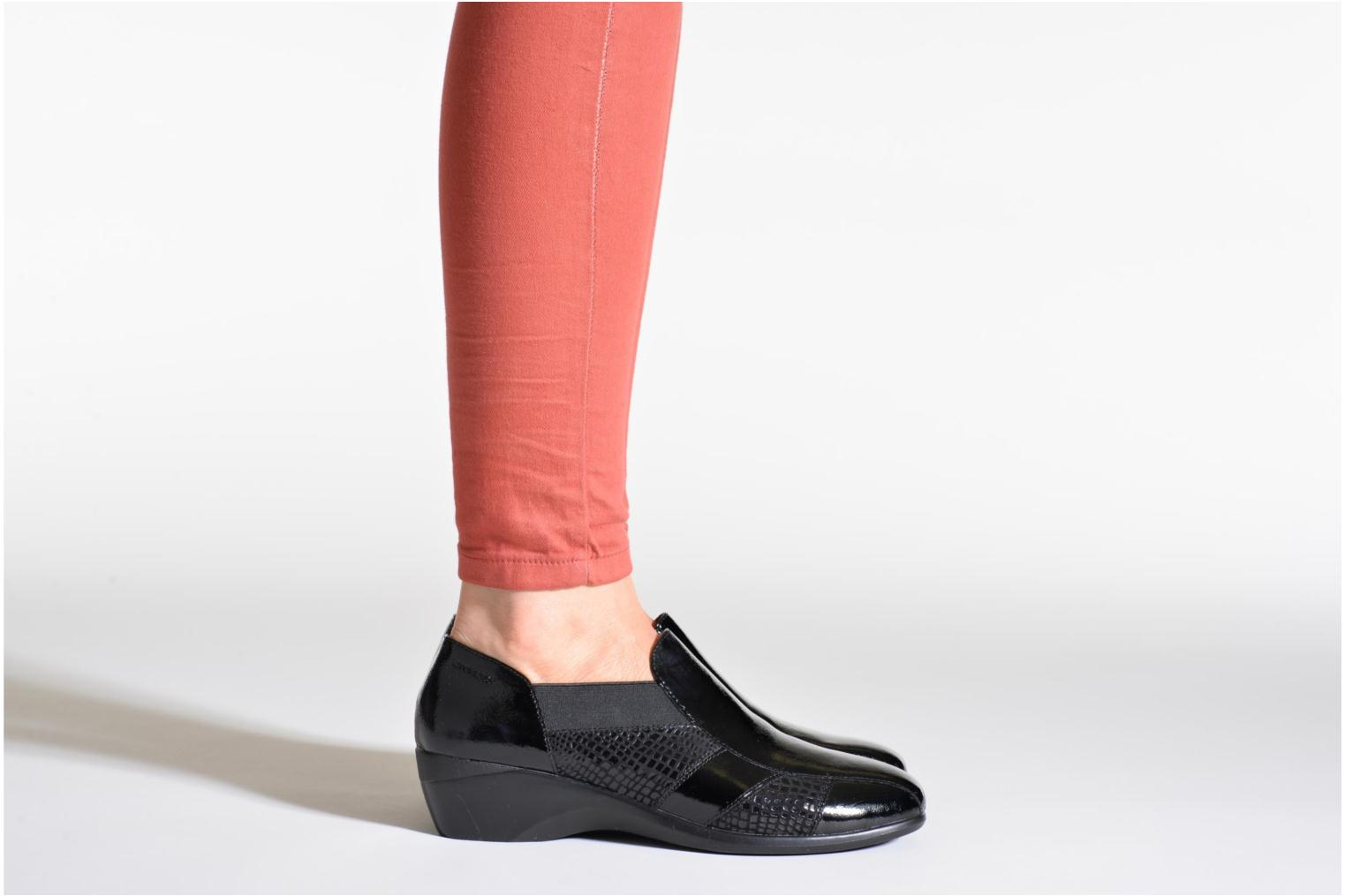 Loafers Stonefly Licia 23 Black view from underneath / model view