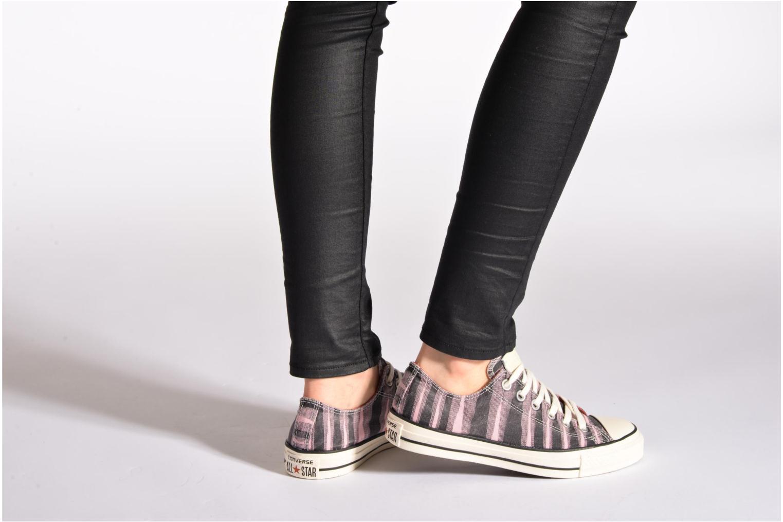 Sneaker Converse Chuck Taylor All Star Missoni Ox W rosa ansicht von unten / tasche getragen