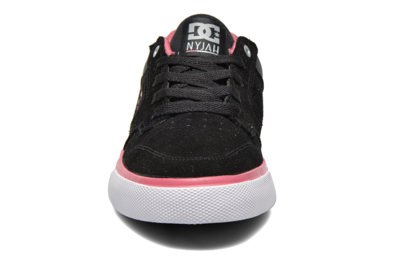 Deportivas DC Shoes Nyjah Vulc SE W Negro vista del modelo