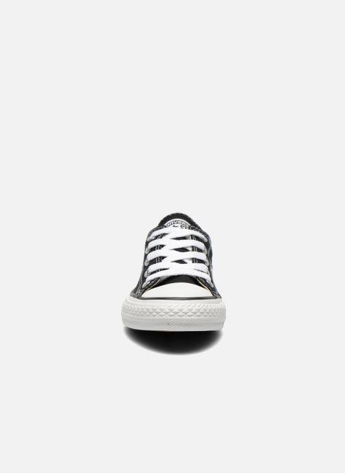 Sneakers Converse Chuck Taylor All Star Core Ox Nero modello indossato