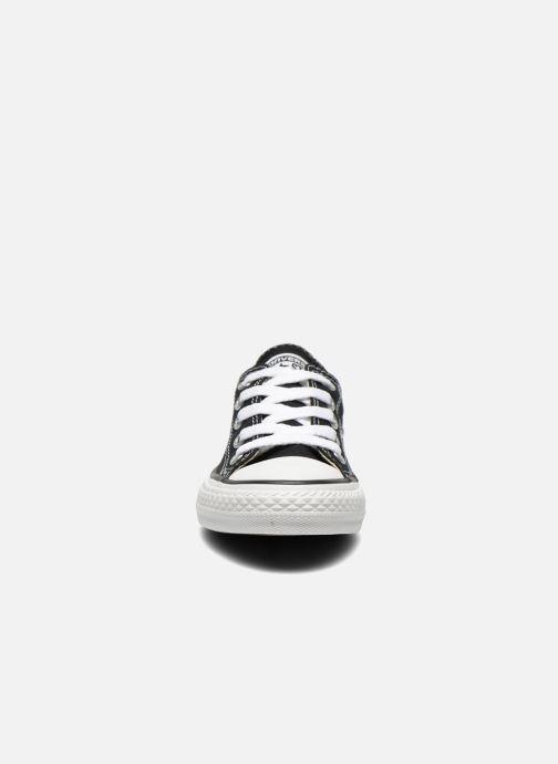Sneakers Converse Chuck Taylor All Star Core Ox Nero modello indossato