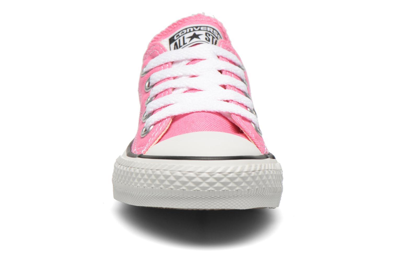 Sneakers Converse Chuck Taylor All Star Core Ox Rosa modello indossato