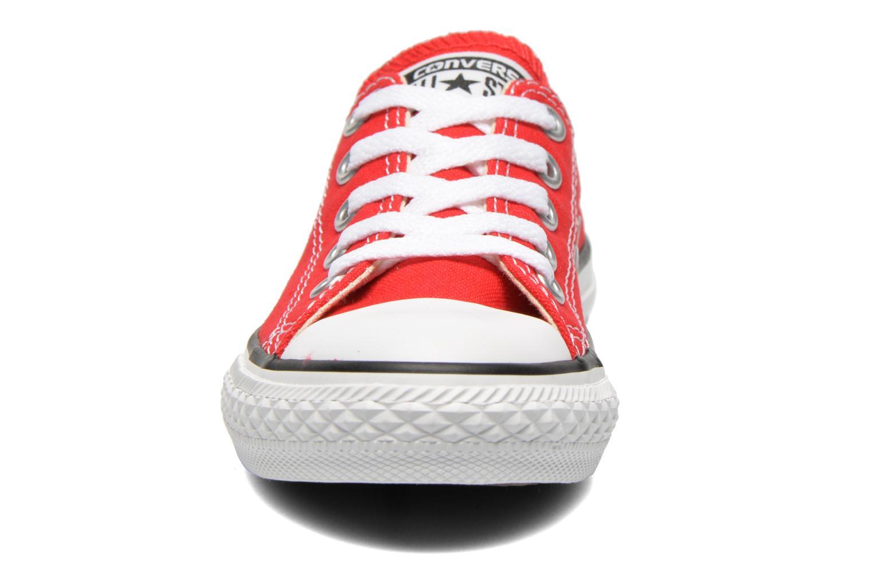 Sneakers Converse Chuck Taylor All Star Core Ox Rosso modello indossato