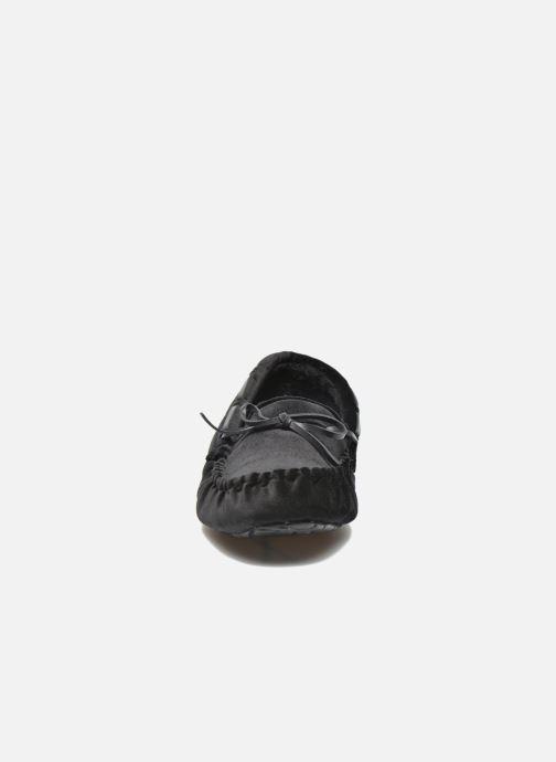 Pantofole Ruby Brown John Nero modello indossato