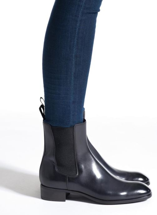 Ankle boots Santoni Elodie 53554 Grey view from underneath / model view