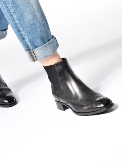 Ankle boots Santoni Elodie 55133 Black view from underneath / model view