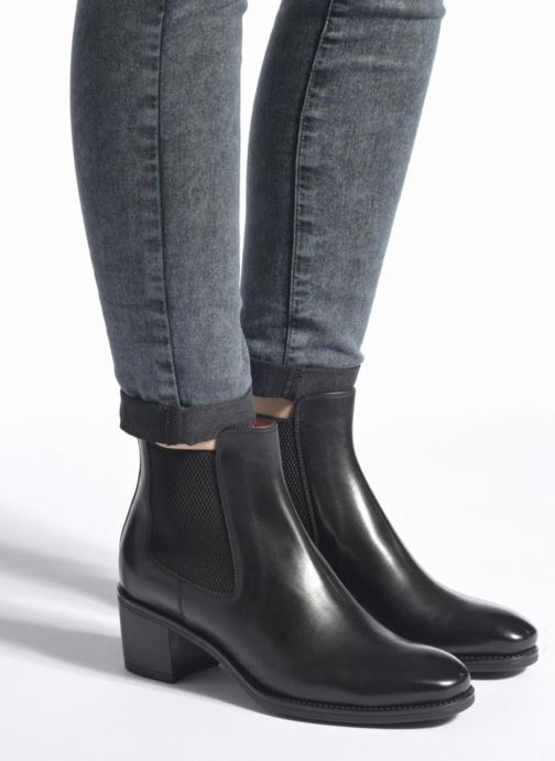 Ankle boots Santoni Fanny 52617 Black view from underneath / model view