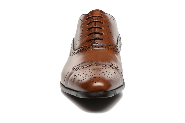 Snörade skor Santoni William 14431 Brun bild av skorna på