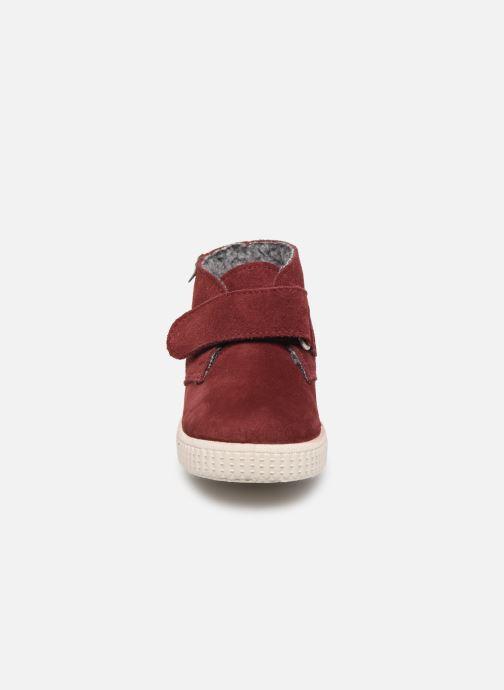 Scarpe con gli strappi Victoria Safari Serraje Velcro Rosso modello indossato