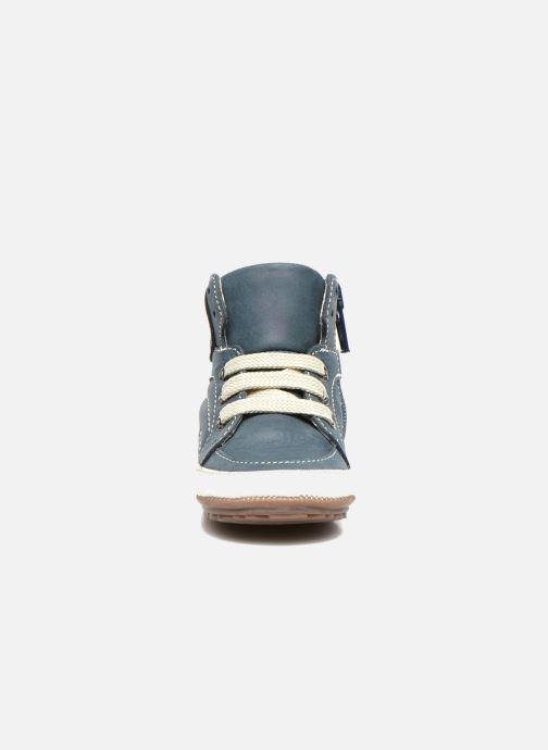 Sneakers Shoesme Spencer Azzurro modello indossato