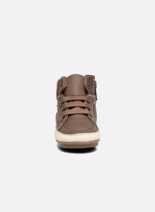 Sneakers Shoesme Spencer Marrone modello indossato