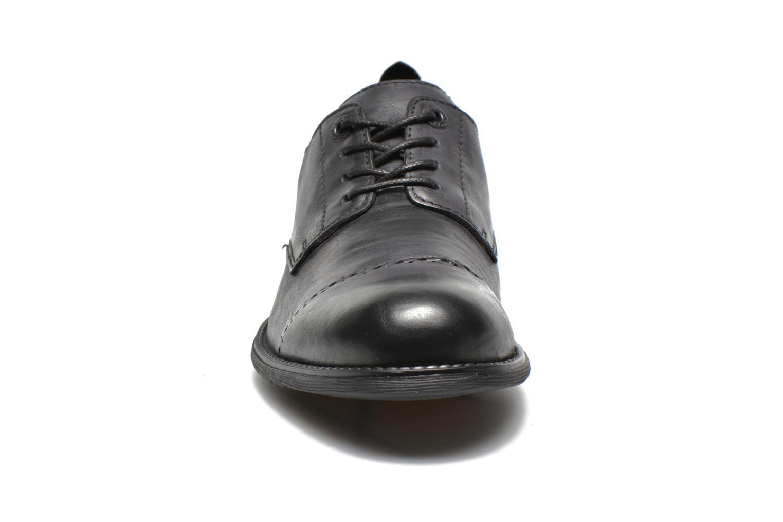 Zapatos con cordones Kickers MARLO Negro vista del modelo